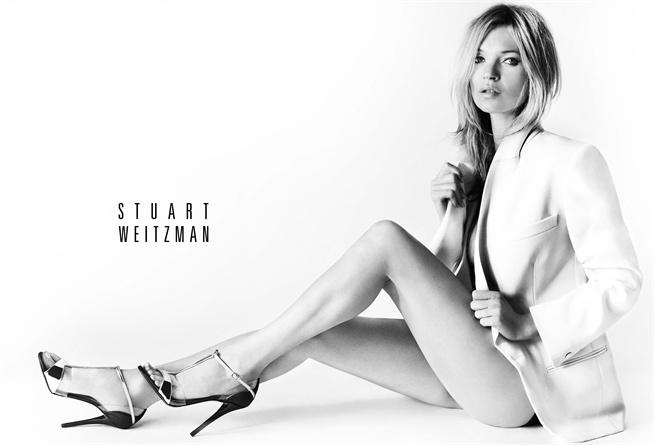 48b01398f52cc L affascinante Kate Moss è il nuovo volto della campagna Primavera Estate  2013 di Stuart Weitzman. La modella viene ritratta tra il bianco e nero di  ...