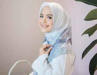 Vebby Palwinta Pakai Hijab