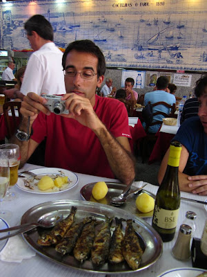 Eating sardines in a restaurant in Cacilhas