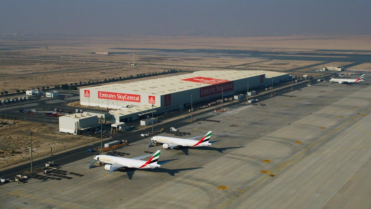 Com vacina já em fases de testes, Emirates já se prepara em criar o maior hub logístico para distribuição global da vacina   É MAIS QUE VOAR