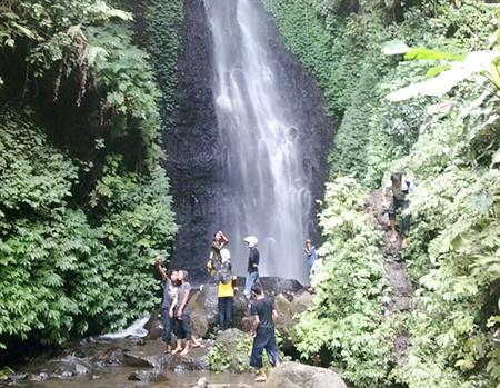 Pesona Alami Air Terjun Kali Anjlok, Trenggalek