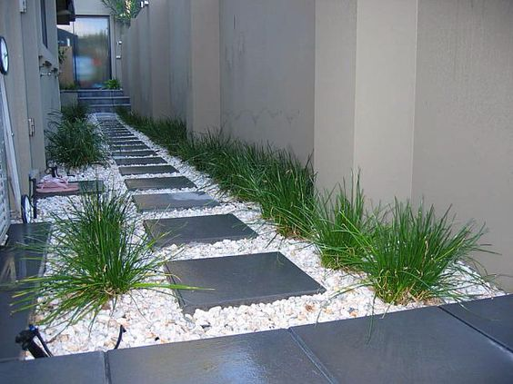 DIY Affordable Garden Paths Ideas With White Pebbles