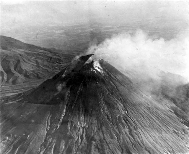 Misteri Hubungan Gunung-Gunung Di Jawa Dengan Pantai Selatan - Gunung Merapi