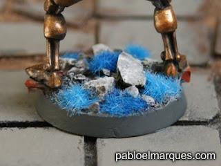 Necron con césped azul