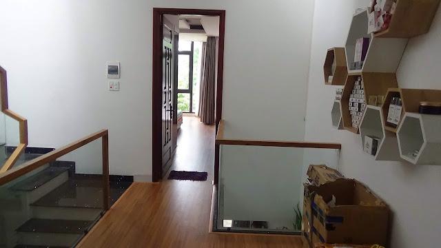Cầu Than lên tầng 2 của ngôi nhà