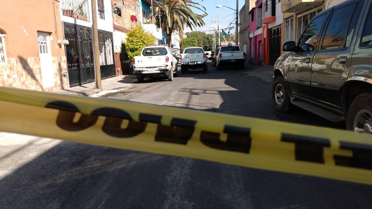 5 muertos y una mujer herida de gravedad deja ataque de Sicarios en Tlaquepaque; Jalisco, el lugar era utilizado para esconder vehículos robados