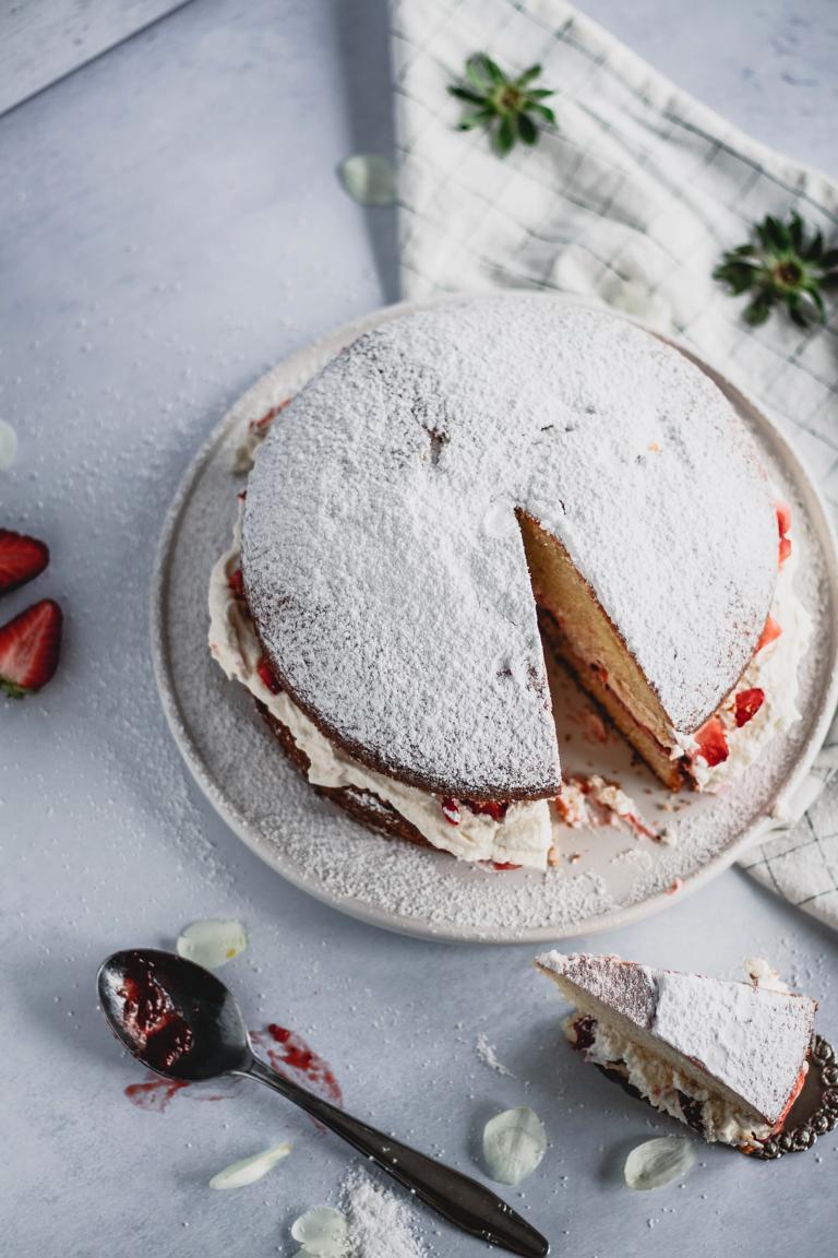Der angeschnittene Kuchen von oben