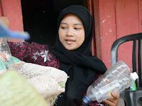 Fina Larasanti : Anak Pemulung Wisudawan Terbaik UNNES
