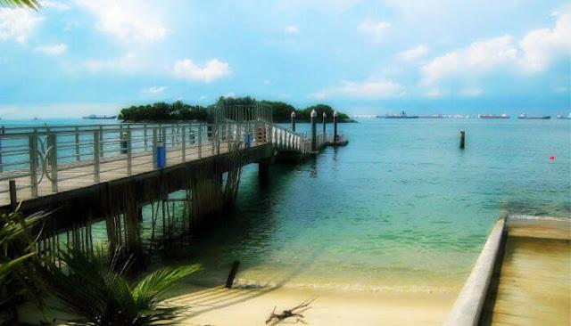 Party tại bãi biển Siloso