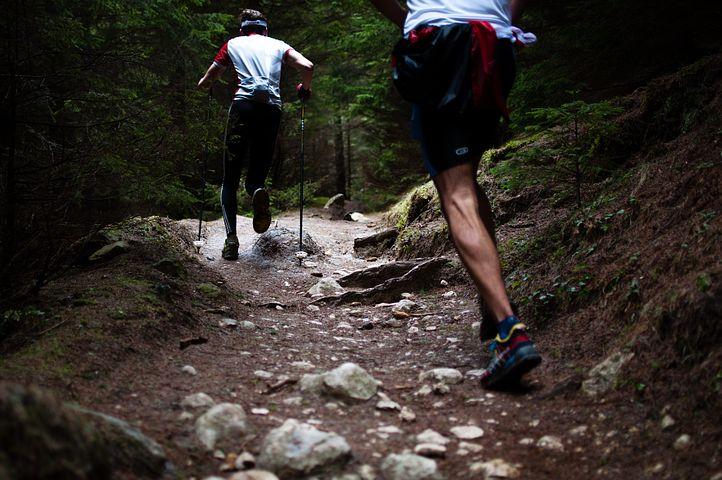 मुख्य दौड़ने के कौशल (कदम) क्या हैं?