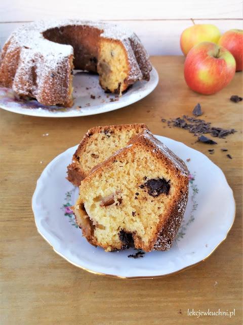Babka z jabłkami i czekoladą na oleju, w 5 minut przepis