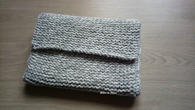 Bulles de Plume DIY Housse ordinateur au tricotin
