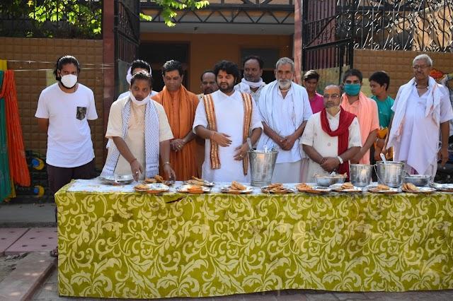 श्री राधा माधव धाम पर पितृ अमावस्या के अवसर पर भण्डारे का आयोजन किया गया