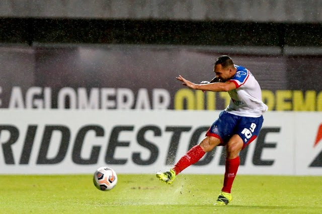 Gilberto perde pênalti e Bahia empata com o Independiente pela Sul-Americana