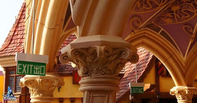 奇妙夢想城堡 Castle of Magical Dreams 增設出口指示牌2021年2月19日, 香港迪士尼樂園, Hong Kong Disneyland, HKDL