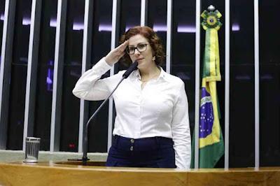 Carla Zambelli antecipou operação da Polícia Federal contra governo do Rio