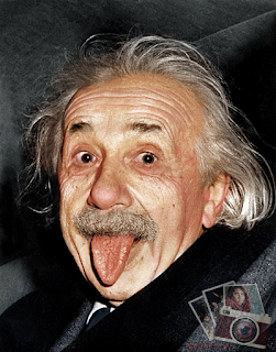 أينشتاين.. يخرج لسانه للعالم