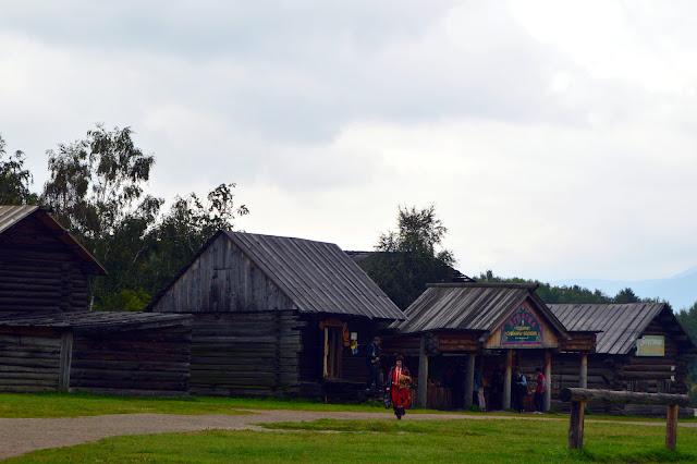 Cabanas no Parque Taltsy, Irkutsk, Rússia