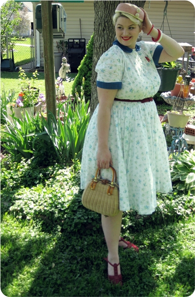 1950s plus size summer easter dress with peter pan collar and full skirt wicker purse with lucite handle via va-voom vintage