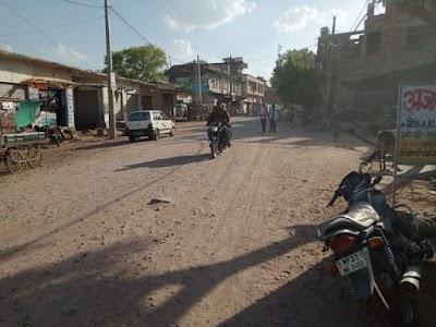 बरसात में खनियाधाना गुडर रोड हुआ जर्जर आवागमन में बड़ी परेशानी रोड़ पर गिट्टी डालकर भूल गई पीडब्ल्यूडी, पब्लिक परेशान | Khaniyadhana News