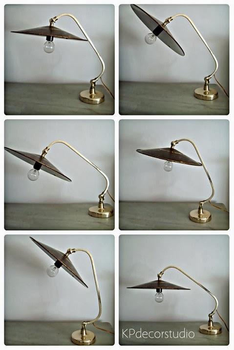 Flexo de mesa vintage orientable con rótulas. Lámparas de mesa antiguas estilo colonial.