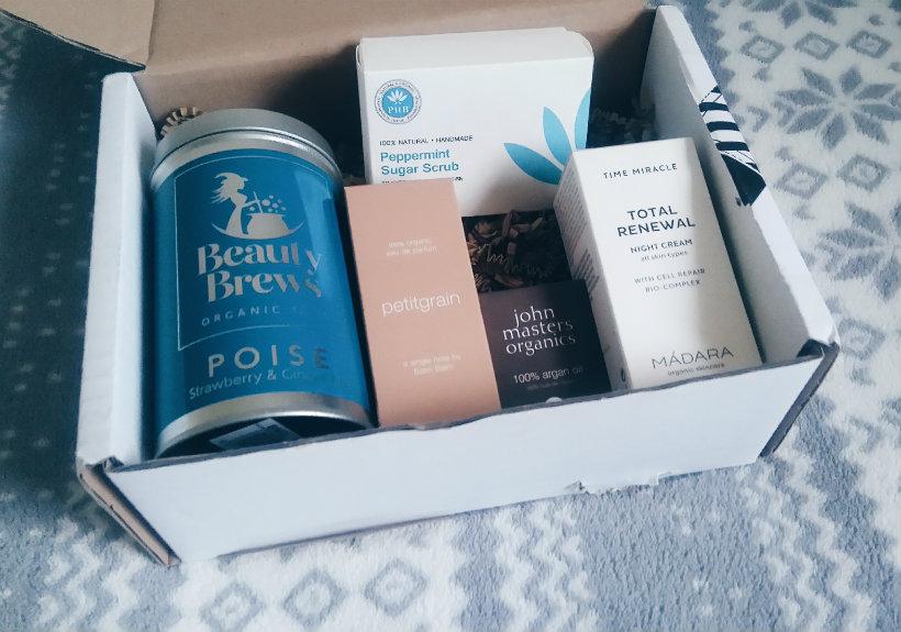 LoveLula Beauty Box December 2016