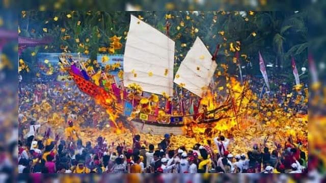 Ritual Bakar Tongkang Rohil
