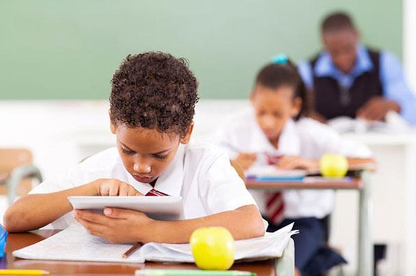 3 تطبيقات تعزز إبداع طفلك في العلوم