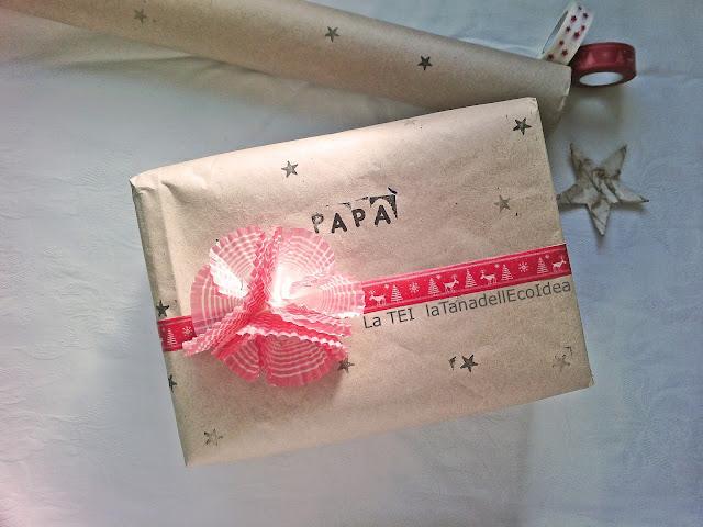 Pacco regalo carta da pacco e rosso