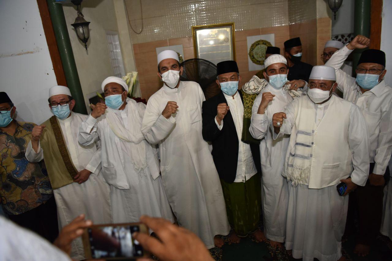 HRS: PKS Tetap Bergandeng Tangan dengan Rakyat