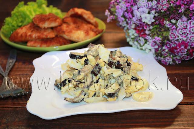 рецепт салата с баклажанами, яйцами и маринованным луком