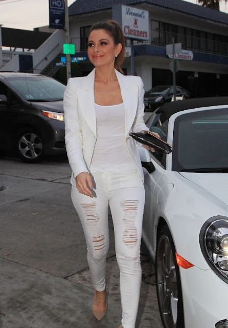 Maria Menounos in a white on white outfit - celebrity street style!