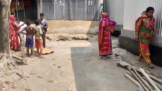 ধুনটে সরকারি রাস্তা বেদখল করে বাড়ি নির্মাণ!