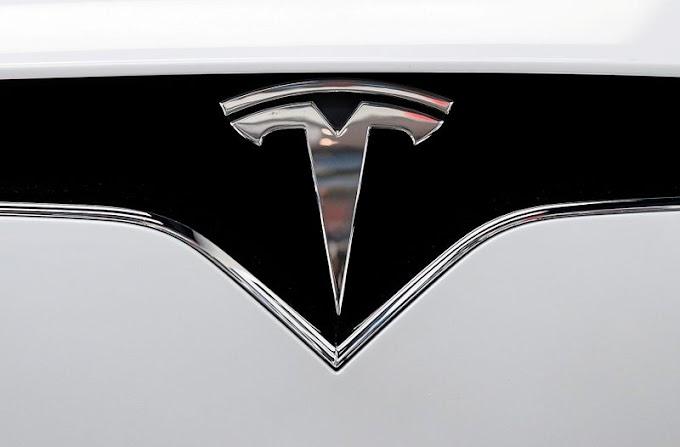 Tesla surge por segundo día antes del debut del S&P 500