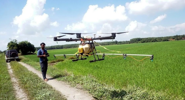 Pemuda Untung Rp 16 Juta dengan Drone Pestisida