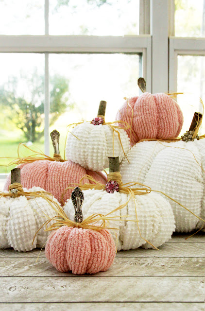 Get into the fall spirit with these great chenille fabric pumpkins! They are so cute and a great beginner project to sew.