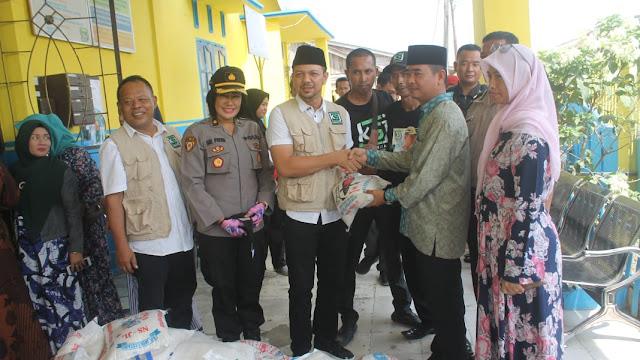 Kapolres Batu Bara Bersama Ketua KSJ Batu Bara Salurkan Bantuan Sembako di Kampung Nelayan