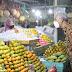 Ganjar Beli Buah di Pasar Tawangmangu Buat Oleh-oleh Untuk Nakes