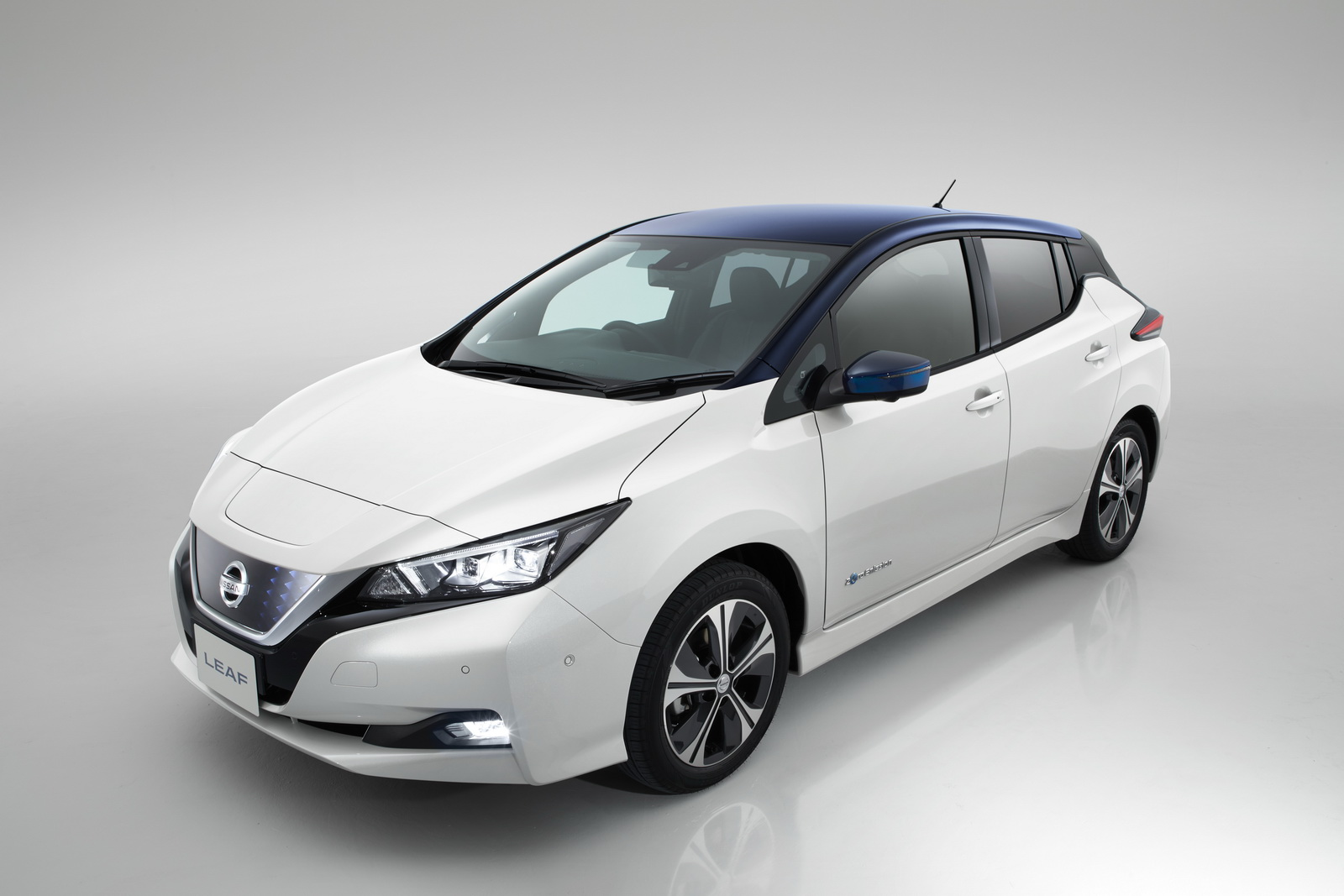 limited nissan leaf 2 zero launch edition for 339 per month in the uk carscoops. Black Bedroom Furniture Sets. Home Design Ideas