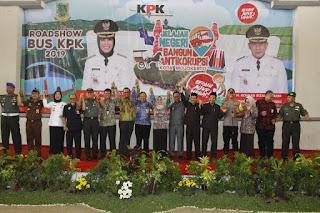 Buka Roadshow Bus KPK di Kota Mojokerto, Ning Ita Ajak Warga Kota Tambah Pengetahuan tentang Pencegahan Korupsi