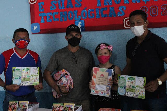 Estudantes recebem materiais de educação ambiental em Óbidos
