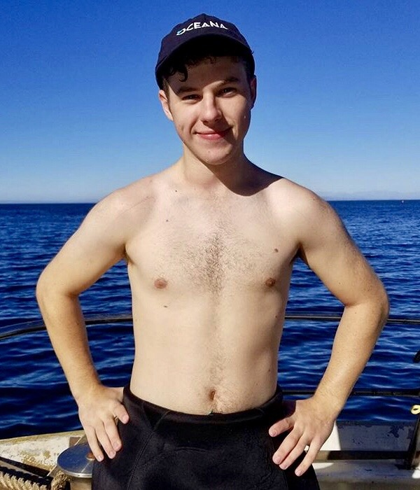 The Stars Come Out To Play: Nolan Gould - Shirtless