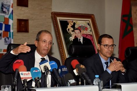 """وزارة التربية تُنهي عهد """"السبورة الكحْلة"""" و""""الدجين المْقطّع"""" بالمدارس"""