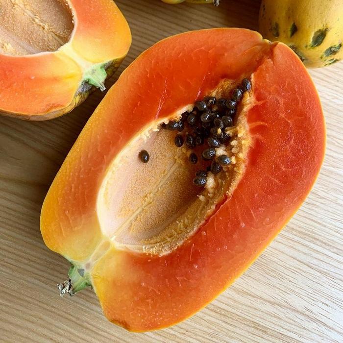 Buah pepaya mengandung enzim papain