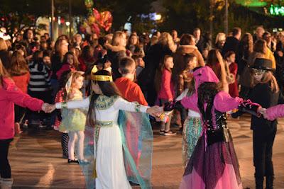 Αποτέλεσμα εικόνας για agriniolike χοροί τσικνοπέμπτη