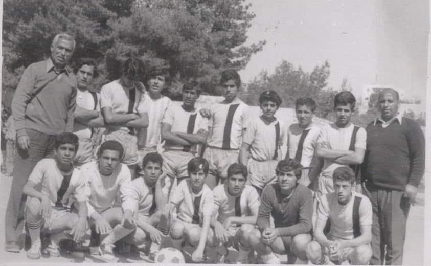 اشبال نادي غزه الرياضي مع المربي الفاصل الاستاذ يحيي الشريف و السيد ابراهيم المغربي