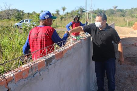 Prefeito Tony Brandão e sua comitiva, vistoriam andamento de obras em Varjão dos Crentes!!!
