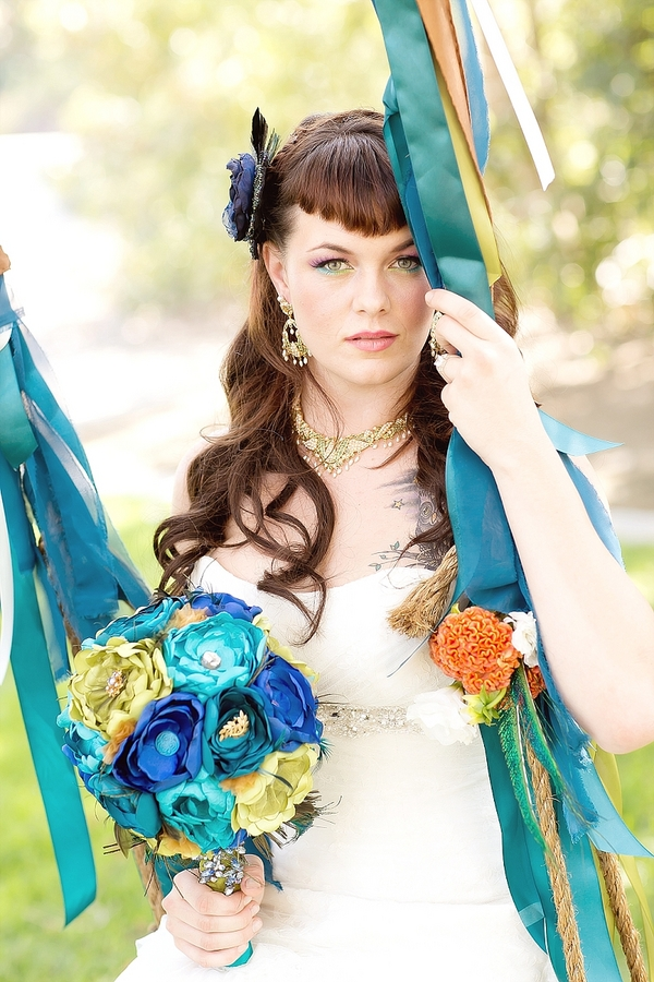 feather+wedding+theme+inspiration+blue+teal+turquoise+beige+champagne+green+reception+table+centerpiece+table+place+setting+escort+card+cards+bouquet+bridesmaids+dresses+bridal+dress+gown+meghan+wiesman+photography+2 - Show your feathers!