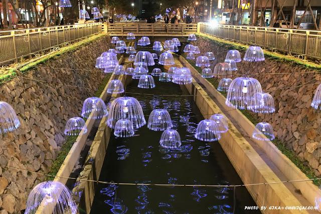 IMG 9644 - 台中景點│新盛綠川水岸廊道,2018農曆年節人氣最新景點,夜間絢麗燈海超夢幻!
