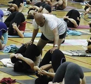 funny pictures: Yoga black man